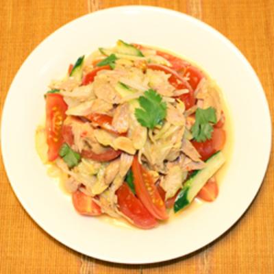 トマトサラダをグリーンカレーで